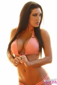 Busty Summer Looks Hot In Bikini