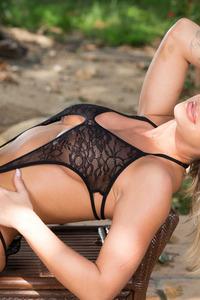 Busty Hottie Jessa Rhodes Shows Her Curves