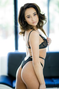 Glam Babe Isabella Nice In Black Lingerie