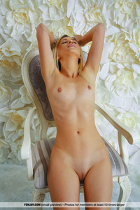 Tanned Cutie Lisa Dawn Fully Naked