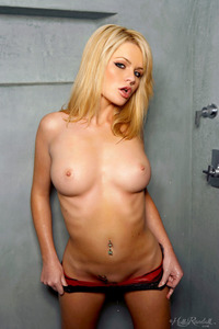 Blonde Alexis Ford Take A Shower