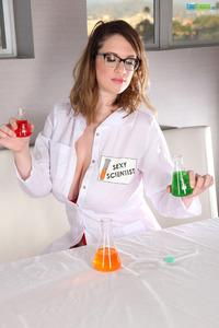 Naughty Scientist Lana Kendrick