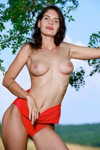 Sexy Naked Chick Yasmina