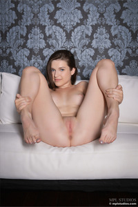 Amelia Sexy Brunette Hottie