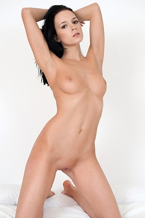 Gwen Black Haired Beauty Posing Naked
