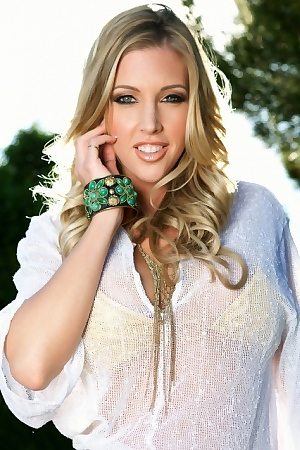 Samantha Saint Sun Kissed