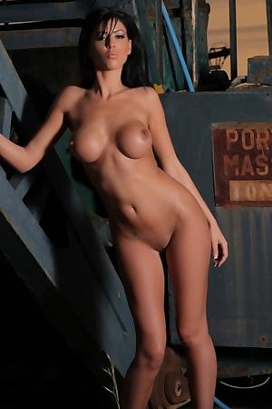 Ella Mai Posing Naked
