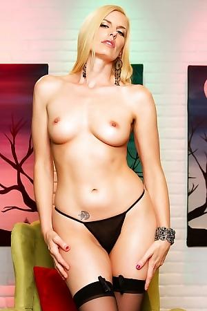 Blonde Whore Darryl Hanah