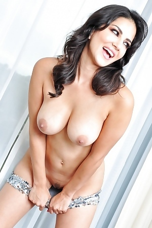 Feisty Voluptuous Pornstar Sunny Leone Stripping