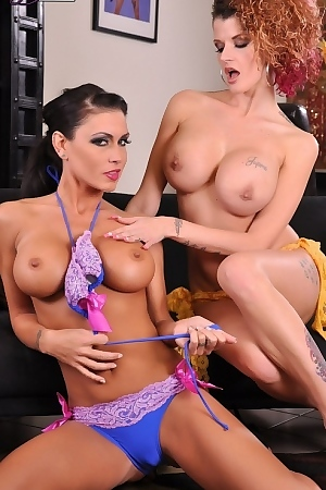 Jessica Jaymes And Joslyn James Lick Pussy