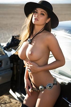 Bad Girl Chelsie Aryn Naked In The Desert