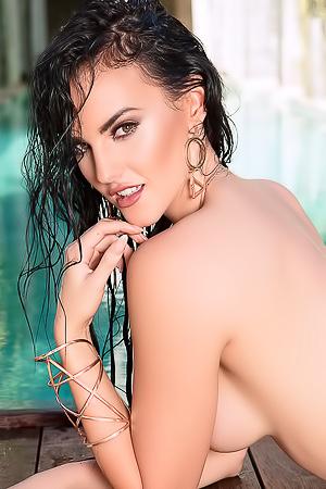 Sexy Ashleigh Hannah Wet Tits