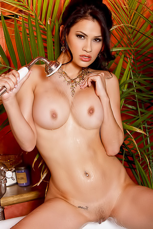 Vanessa Veracruz Takes Off Her Seductive Lingerie