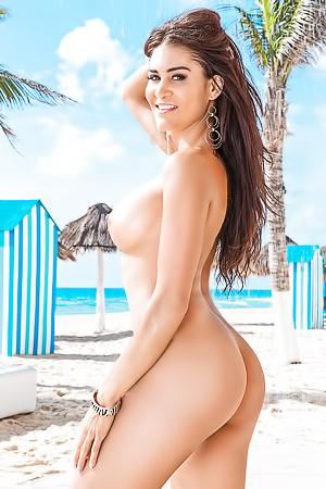 Mexican Photomodel Kerri Kendall Soaks Up The Sun