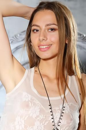 Cute Girl With Pretty Smile Annetta
