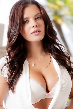 Keisha Grey Shows Her Amazing Tits
