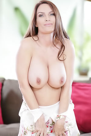 Busty Mature Babe Diamond Foxxx Strips