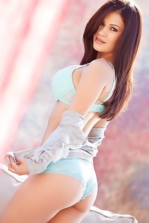 Vanessa Veracruz Adorable Brunette With Hot Body