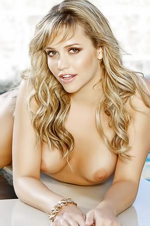 Gorgeous Blonde Mia Malkova Hot Pool Pics