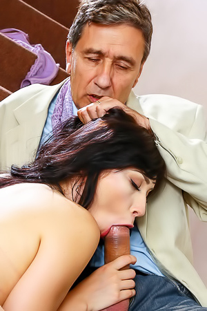 Young Whore Aria Alexander Seduces Her Mom's Guest