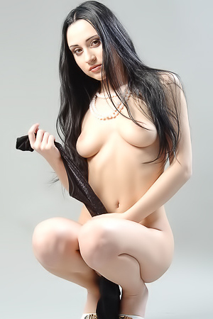 Raven Haired Teen Plum Nude In The Studio