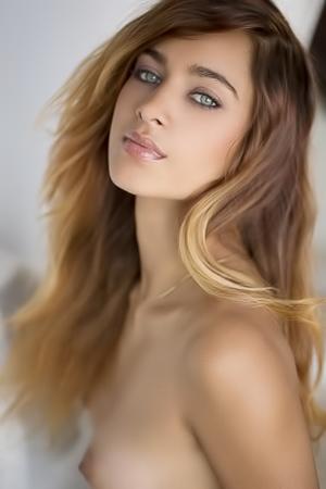 Very Hot Babe - Uma Jolie