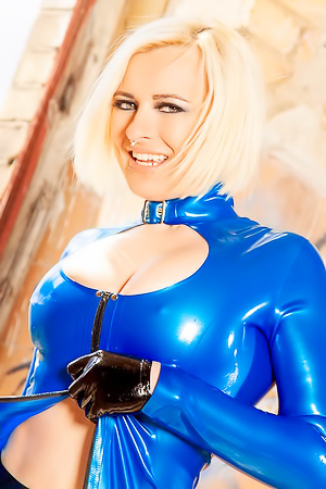 Lara Larsen Looks Hot In Latex