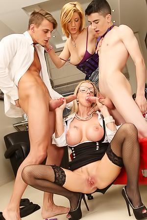 Lara De Santis And Leona Green In Hot DP Foursome