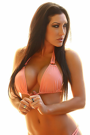Busty Summer Looks Hot In Bikini