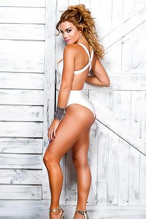 Miss Universe 2006 Zuleyka Rivera Topless!
