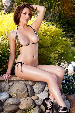 Dakota drops her bikini
