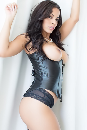Lot Latinas In Hardcore Threesome