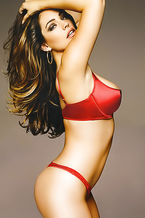 Kelly Brook Is A Real Pleasure To All The Senses