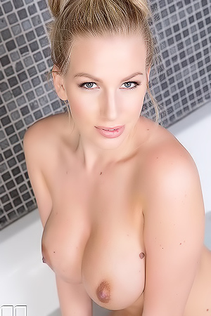 Horny Goddess British Milf In Bathtub
