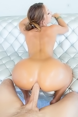 Slutty Doxy With Amazing Ass Gets Anally Fucked