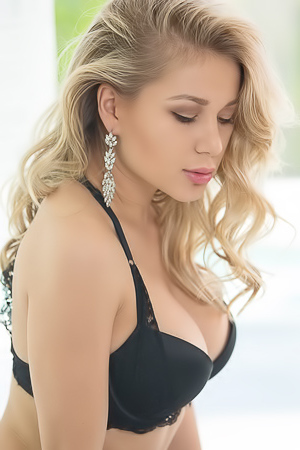 Candice B Glamorous