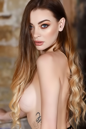 Emelia Paige Shows Off Her Fabulous Boobs