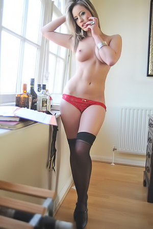 Gorgeous Babe Candice Collyer Showing