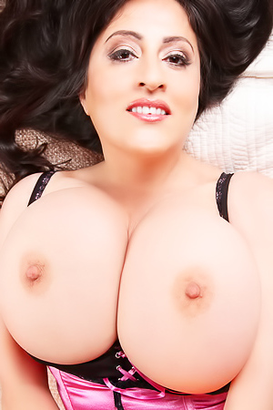 Antonella Kahllo Likes Showing Her Big Boobs