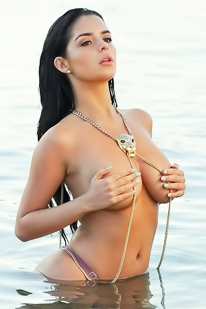 Demi Rose Flaunts Gorgeous Curves In Sexy Bikini