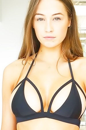 Fantastic Model Elsie Hewitt Posing BRALESS!