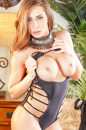 Busty Porn Star Madison Ivy In Black Lingerie