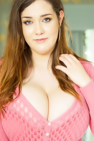 Bella Brewer Shows Extremely Large Boobs