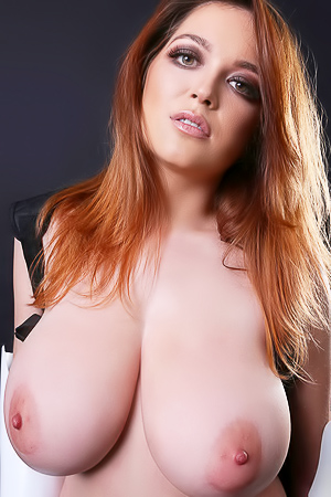 Tessa Fowler Big Boobs Model