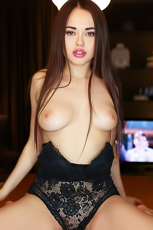 World Famous Asian Model Li Moon