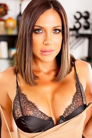 Jaclyn Taylor Booty Milf Gets Nude