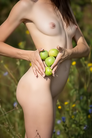 Babe rubs tits with apple
