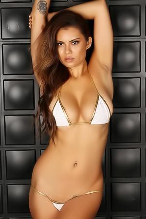 Alluring Babe Danielle R In Skimpy String Bikini