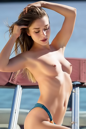 Stunning Playgirl Unveils Her Hot Body On A Boat