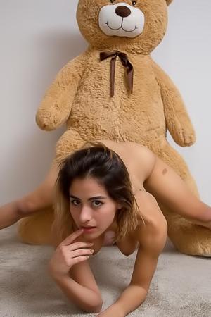 Teen Girl With Big Boobs Mia Valentine Likes Bears